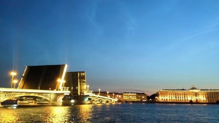 Отели Санкт-Петербурга идут в отрыв: цены выросли за месяц почти вдвое
