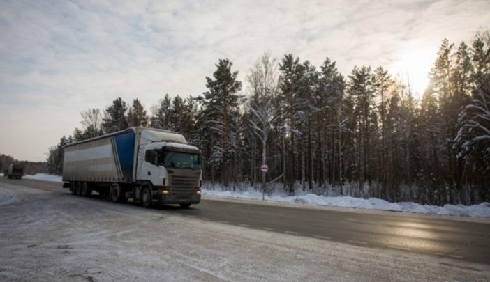 Из-за непогоды на двух новосибирских трассах запретили движение автобусов