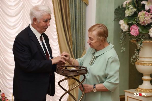 72-летний Валерий Калинин и 80-летняя Тамара Кузнецова поженились в Тюмени осенью прошлого, 2020 года