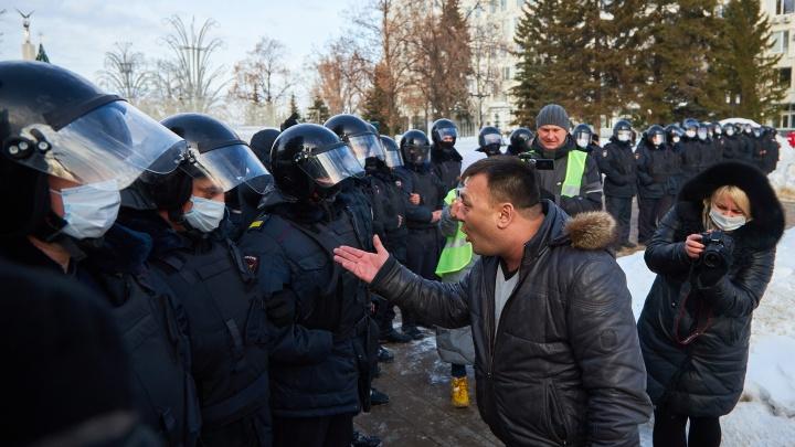 Побег вместо «прогулки»: акция протеста в Самаре в 15снимках
