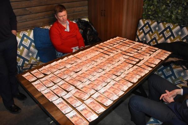 По версии следствия, бизнесмена предупредили, что давать взятку бессмысленно