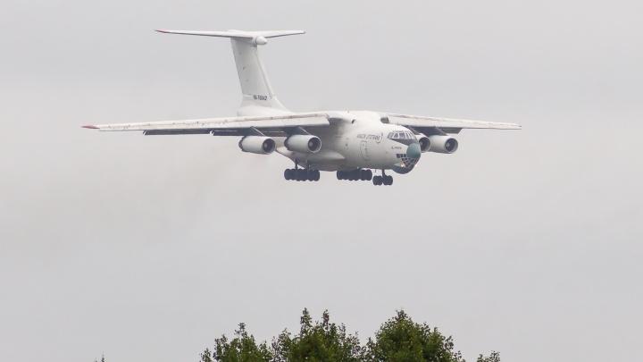 В Кемерово приземлился легендарный самолет Ил-76. Тот самый, который захватили в Кандагаре 26 лет назад