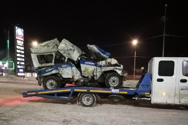 В ДТП со смертельным исходом попал уазик. После столкновения автомобиль превратился в груду металла