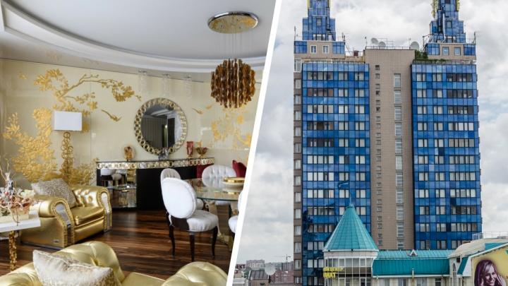 В доме-«бэтмене» продают квартиру с золотыми стенами и диванами — показываем фото жилья за 80 миллионов