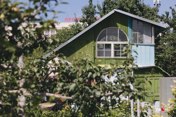 Для многих садоводов близость участка к дому становится приоритетом, и в этом плане «Любитель-1» для жителей Северо-Запада — вариант почти идеальный