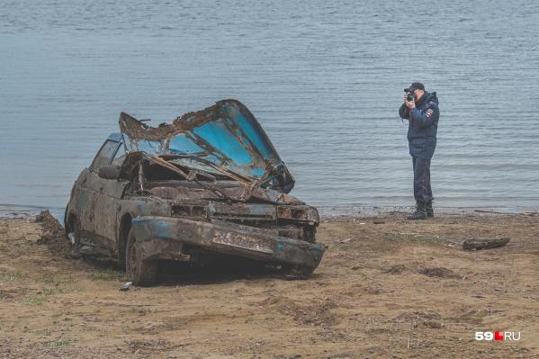 На глубине 11 метров машина пролежала 7 лет