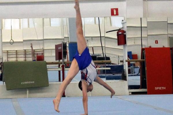"""Быть гимнастом-профессионалом очень тяжело: они тренируются по <nobr class=""""_"""">2 раза</nobr> в день, чтобы отточить одно движение"""
