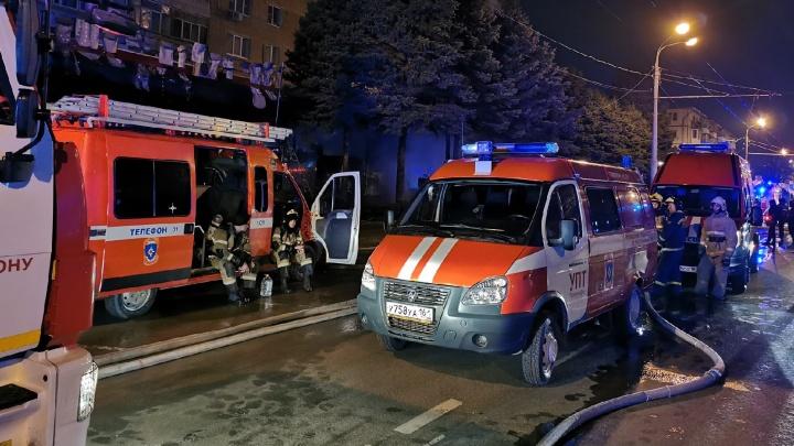 В центре Ростова загорелся магазин «Кооператор Дона». Эвакуированы 219человек