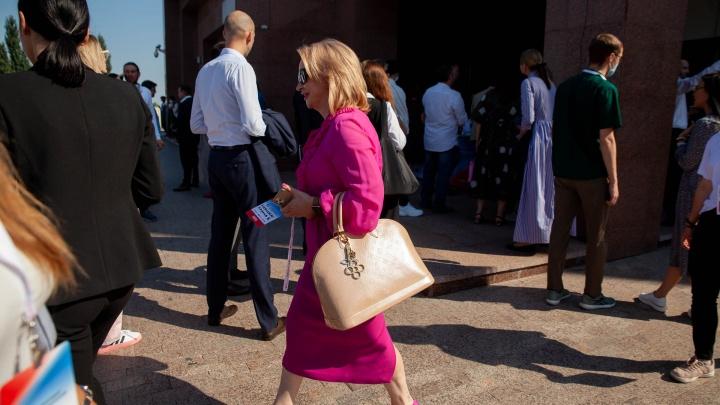Почти ковровая дорожка. Рассматриваем наряды бизнес-леди с тюменского форума предпринимателей