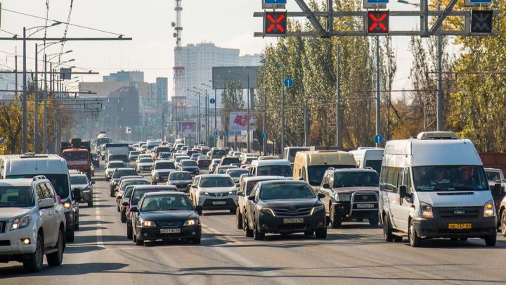 Построить второй этаж или брать деньги за проезд? Как освободить Московское шоссе от пробок