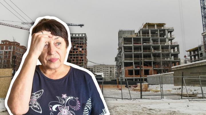 «Оболью себя бензином и подожгу»: пенсионерка из «воробьёвского» дома не дает достроить квартал на Эльмаше