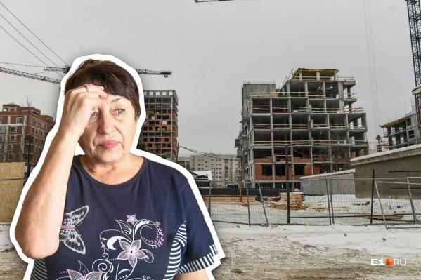 После того как снесли дом на Стачек, 60, пенсионерка Любовь Антонова осталась без крыши над головой