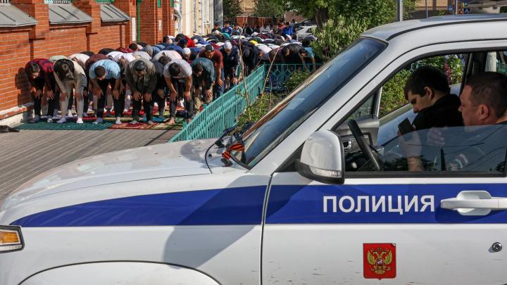 Скорбь по погибшим в Казани, намаз на тротуаре и дороге — как в Челябинске прошел Ураза-байрам