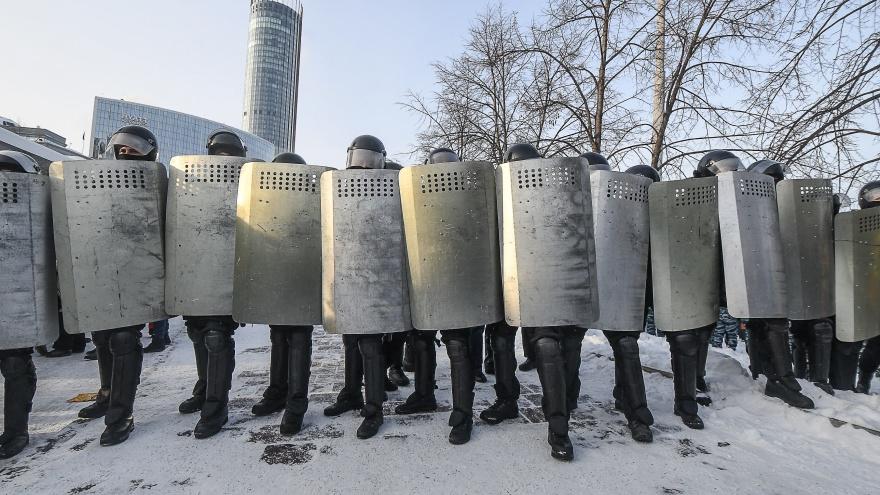 Сколько задержано людей и взорвано дымовых шашек: итоги екатеринбургской акции протеста в цифрах