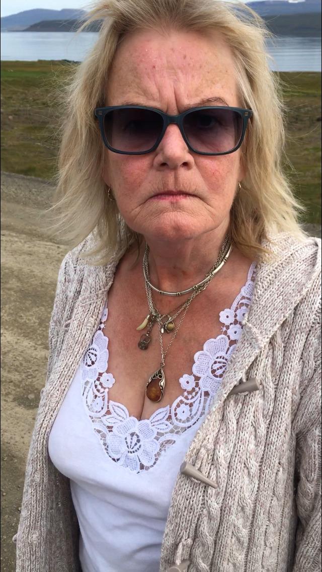 Вот эта выпившая бабушка устроила событие дня в исландской деревушке