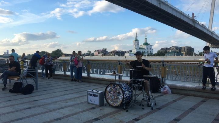 Мини-концерты с барабанщиками и засекреченный салют. Подробно о том, как Тюмень отметила День города