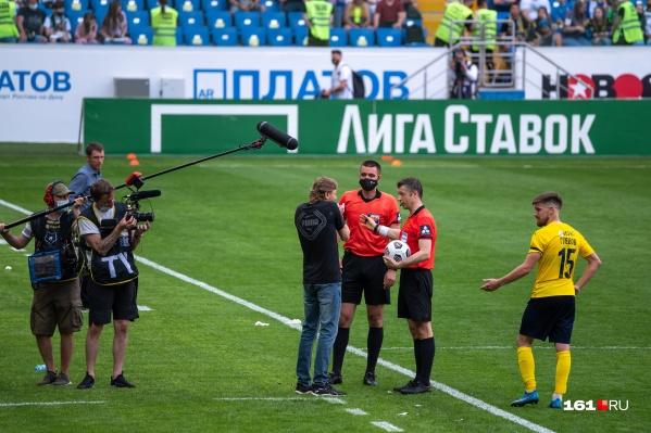 В конце матча главный тренер «Ростова» получил красную карточку