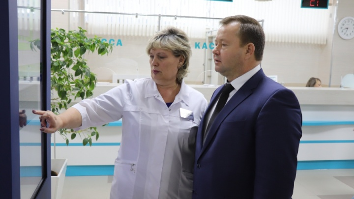 Директор скандального кемеровского онкодиспансера отчиталась о доходах. В месяц она получала больше 150 тысяч