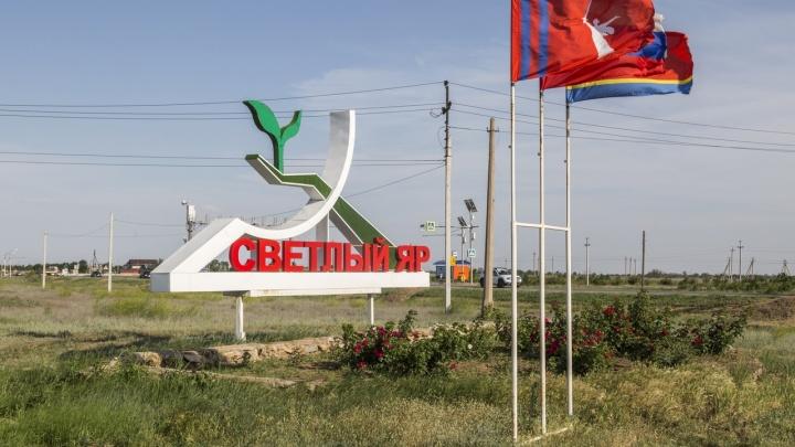 «У нас гибнет урожай»: под Волгоградом пожилым селянам отключили воду для полива огорода