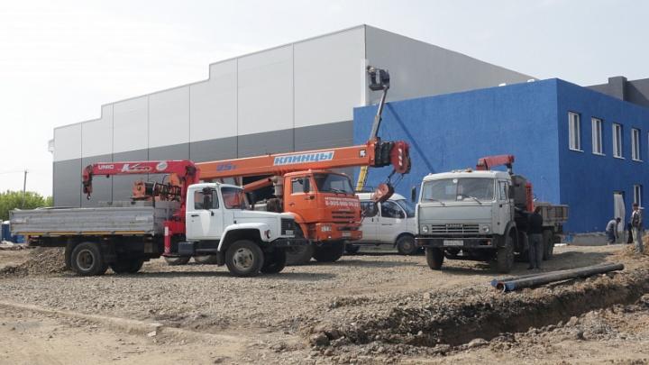 В Рудничном районе Кемерово завершается строительство крытого катка