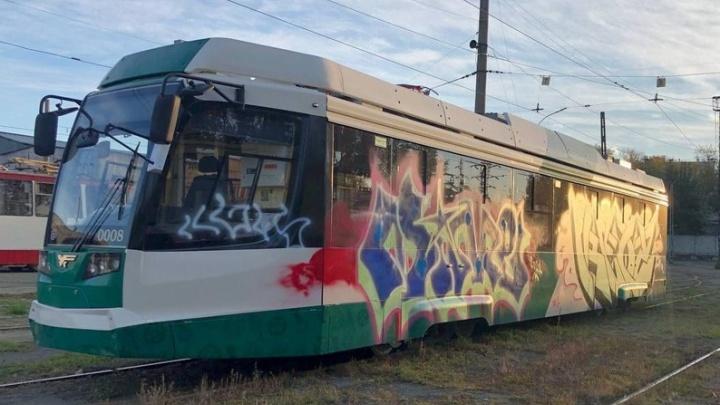 В Челябинске возбудили уголовное дело из-за разрисованного в депо нового трамвая за 35 миллионов