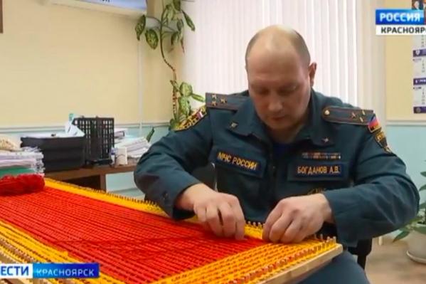 Алексей Богданов иногда даже вяжет на работе — но только если позволяет время