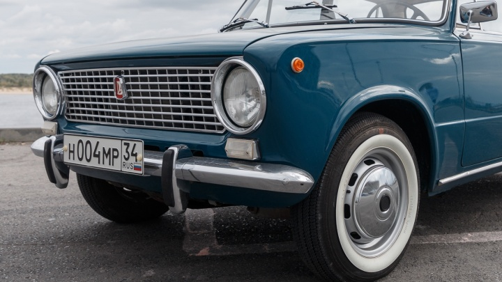 «Эта машина была первой, за руль которой я сел сам»: волгоградец с другом четыре года восстанавливал раритетную «копейку»