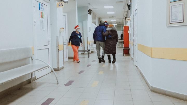 Первый гипс за 35 лет, переломы и пробитая голова: репортаж из тюменской травматологии в канун Нового года