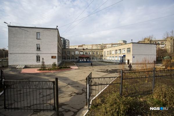 """В список попал и лицей <nobr class=""""_"""">№ 22</nobr>, но зарплата его руководителя — не самая высокая среди других директоров школ Новосибирска"""