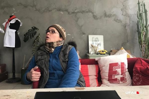 Чтобы не замерзнуть, Снежана Янгильдина и ее подопечные вынуждены одеваться на занятия как для экспедиции на Северный полюс