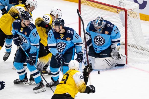 Это был первый домашний матч сибиряков в новом сезоне КХЛ