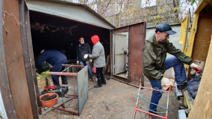 В Волгограде администрация потребовала снести гаражи в поселке Ангарском