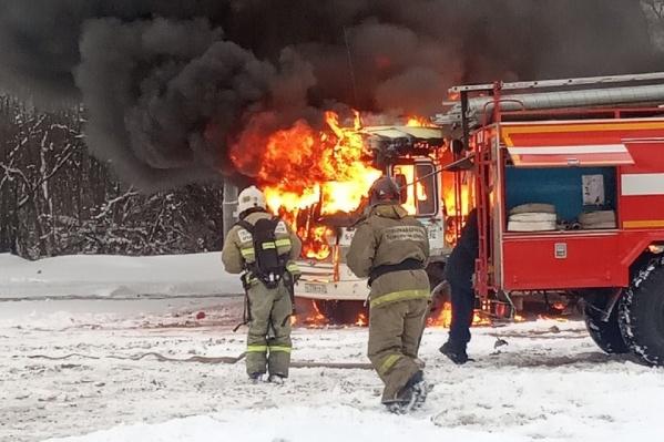 Автобус стоял на конечной остановке на Экономии