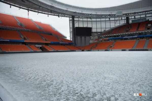 После зимнего перерыва трава на «Екатеринбург Арене» нуждается в ультрафиолете и тепле