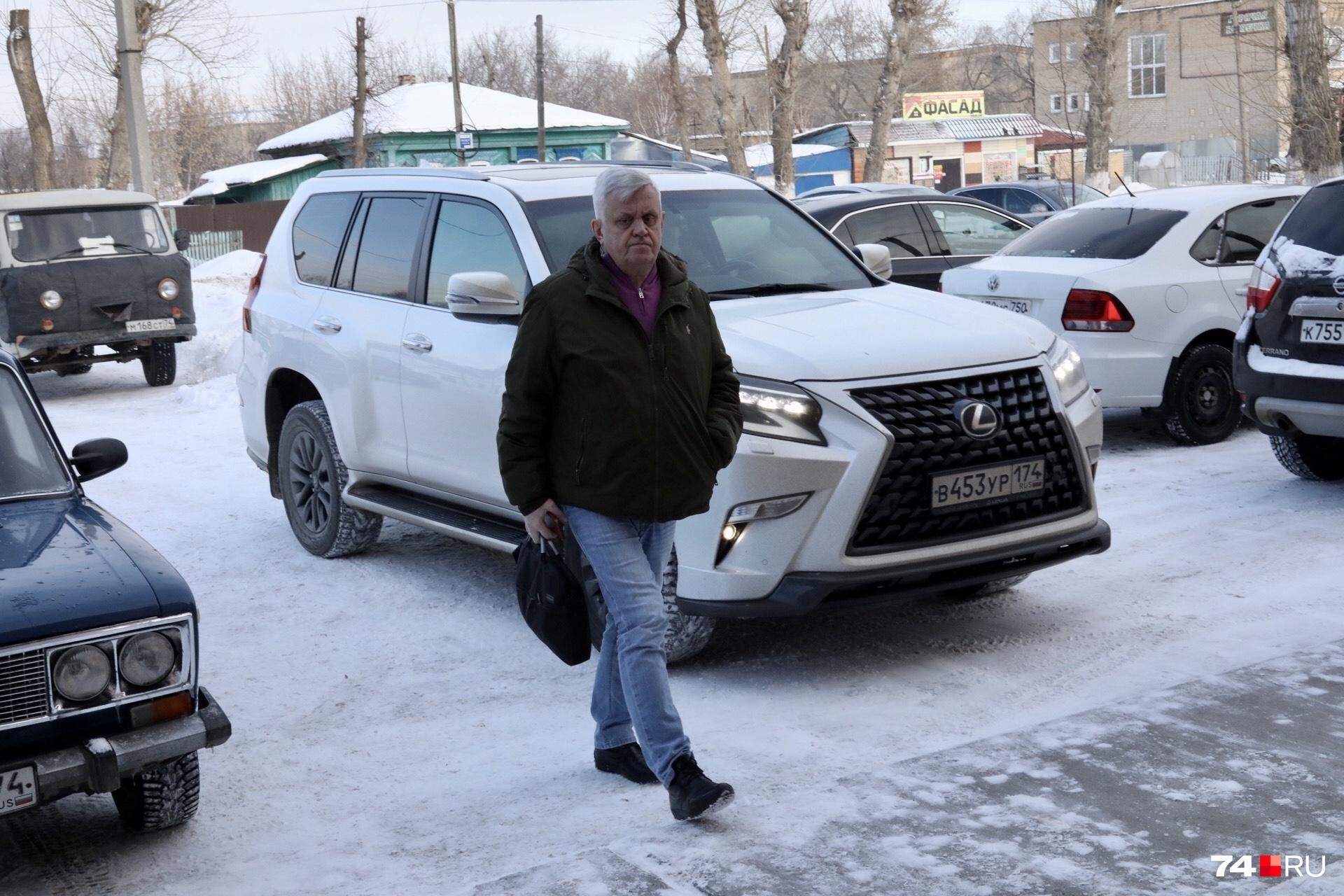В Lexus он теперь пассажир