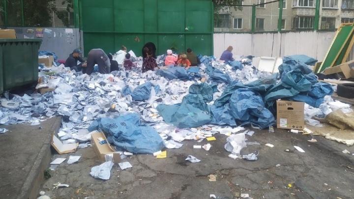 В «Почте России» объяснили, откуда мешки с посылками оказались на помойке в Екатеринбурге