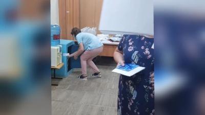 На избирательном участке в центре Краснодара комиссия мешала работать журналисту 93.RU и пыталась вытолкать его из кабинета