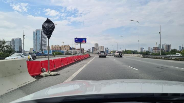 Ждем пробок в аэропорт. В Екатеринбурге закроют мост на выезде на Россельбан