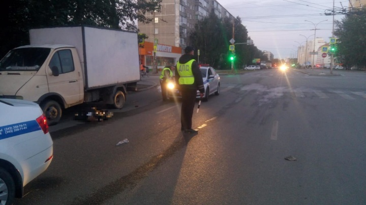 На Уралмаше водитель насмерть сбил пенсионерку и скрылся с места аварии