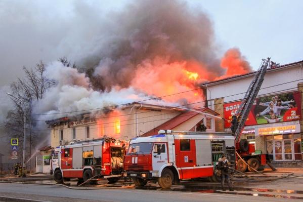 Пожар удалось локализовать только в 7 утра