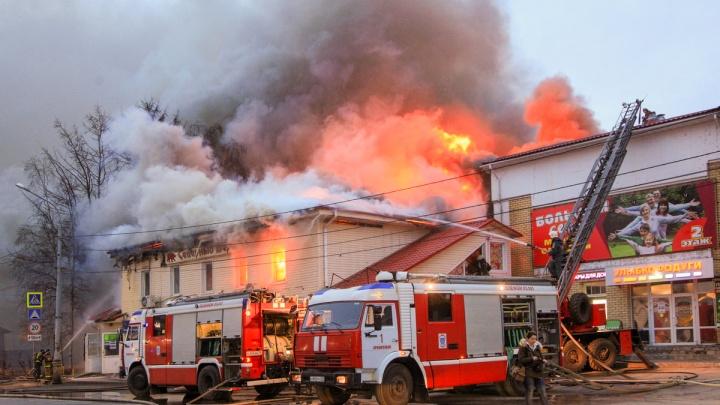 Запахло жженым, и официанты принесли счета: архангелогородец стал очевидцем пожара вкафе