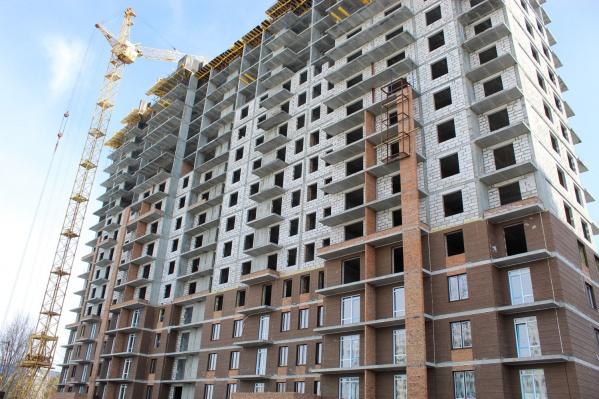 """В доме установлены высокие распашные окна высотой <nobr class=""""_"""">2 450 мм</nobr>"""