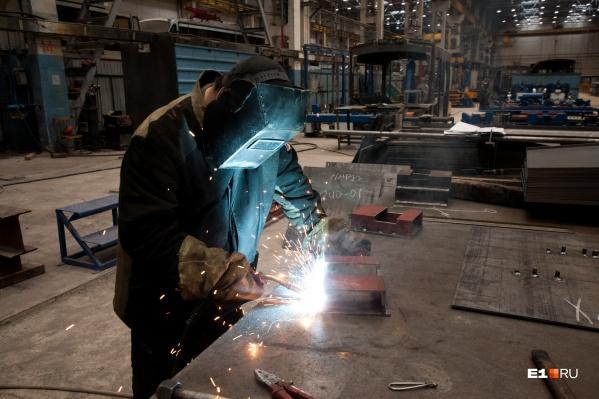 Квалифицированным кадрам готовы платить больше 100 тысяч рублей