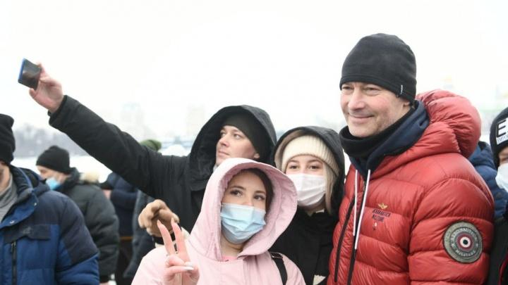 «Как там не произошло катастрофы — загадка». Евгений Ройзман — о прошедшем в Екатеринбурге митинге