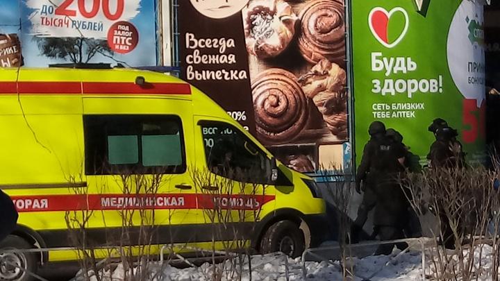 Северодвинца, который взял в заложники сотрудницу офиса микрозаймов, увезли полицейские