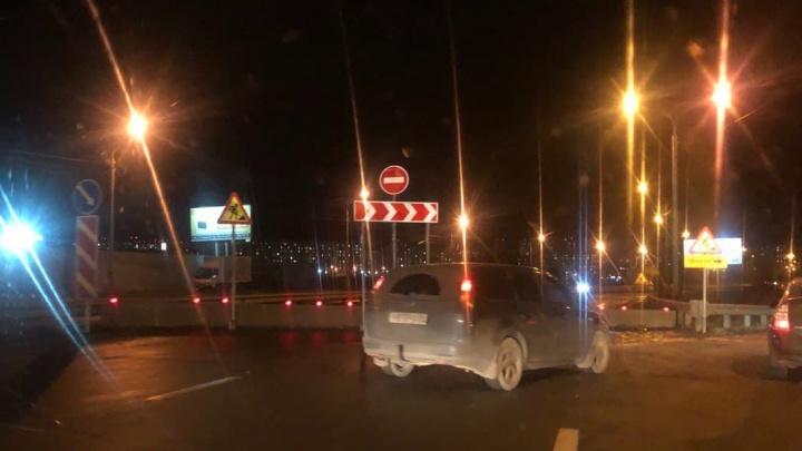 Пробка растянулась на въезде в Солнечный из-за перекрытия в Красноярске