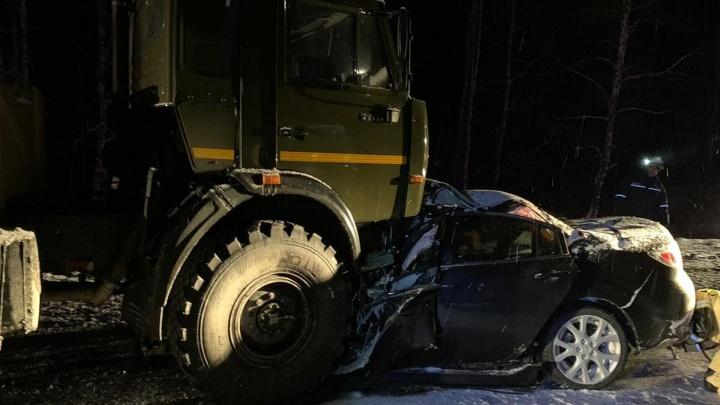 Семья разбилась в ДТП с грузовиком на трассе М-5 в Челябинской области. Шестилетняя девочка в реанимации