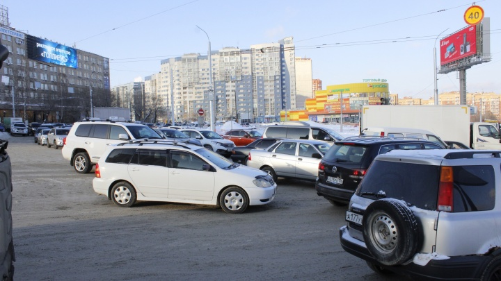 Наглые и упертые. Новосибирцы массово выезжают на забитый перекресток и блокируют проезд (фото и схема)