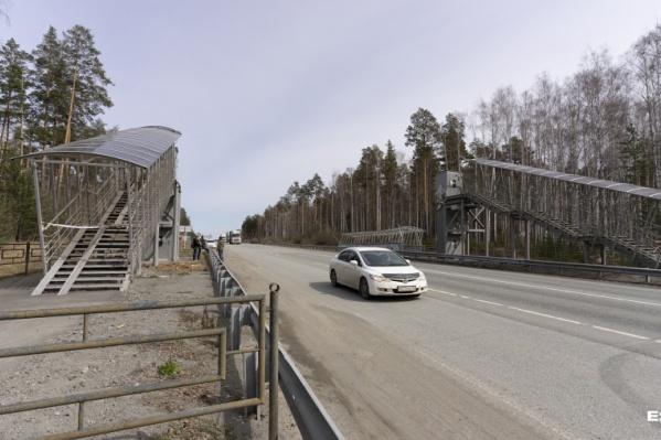 Мост оттащили с дороги после аварии