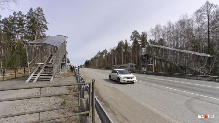 На ЕКАД отремонтируют пешеходный мост, который в апреле снесла фура